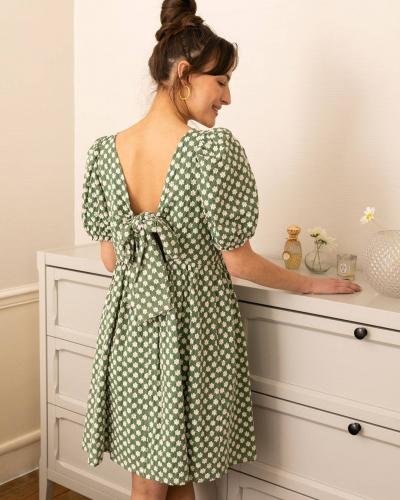 Le dos de notre robe Ismael ❤️  Vous le savez, chez LOVIE & Co on est passionnés des détails et des jolis dos. Vous l'aviez découvert en bleu la semaine dernière sur @claudia.dfce, voici maintenant la robe Ismael dans son coloris vert. Elle arrive en mars 🌟  - La robe Ismael bleue est déjà disponible sur lovieandco.com . . . #Paris #ootd #outfit #outfitoftheday #lookdujour #look #lookoftheday #tenue #tenueoftheday #tenuedujour #fashion #mode #spring #summer #casual #dress