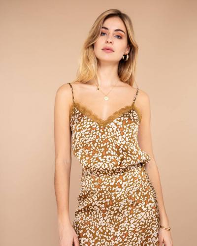 L'ensemble satiné léopard a tout pour plaire ! Chic et sensuel, vous savez désormais comment sortir les prochains jours ! 🔥  #LOVIEandCo  #SS20 . . . . #Parisvibes #parisianstyle #parisian #ootd #lookoftheday #outfitoftheday #blouse #chic #parisianchic #laparisienne #casual #tenuedujour #tenueoftheday #minimalstyle #minimalist #yellow #happyday #mode #fashion #summer #lifestyle #chic #frenchlifestyle #frenchstyle