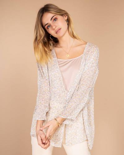Délicatesse et onirisme ✨ Venez découvrir notre collection ! Il y en a pour tous les goûts !   Merveilleuse journée !  #LOVIEandCo  #SS20 . . . . #Parisvibes #parisianstyle #parisian #ootd #lookoftheday #outfitoftheday #blouse #charming #casual #tenuedujour #tenueoftheday #minimalstyle #minimalist #yellow #happyday #mode #fashion #summer #lifestyle #chic #frenchlifestyle #frenchstyle