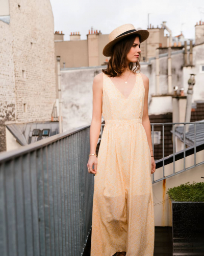 Finir la journée avec un soleil qui sourit... Quel plaisir !✨  #LOVIEandCo #SS20 . . . . #Parisvibes #parisianstyle #parisian #ootd #lookoftheday #outfitoftheday #longdress #casual #tenuedujour #tenueoftheday #minimalstyle #minimalist #yellow #happyday #mode #fashion #summer #lifestyle #chic #frenchlifestyle #frenchstyle