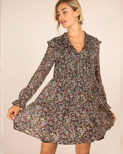 Chez LOVIE & Co on est fan des petits détails et des jolis imprimés. La robe MARVIN en est le bon exemple, vous aviez remarqué ses petits volants sur les épaules ? 💕  #LOVIEandCo #fw21  . . . #aboutalook #bloggerfashion #bloggerstyle #casualstyleg #falltrends #fashionable #fashionblogger #fashionblogging #fashiondetails #fashiondiaries #parisienne #parisianvibes