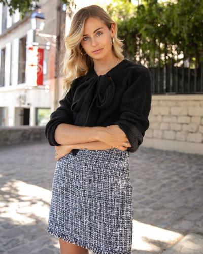 3, 2, 1 c'est lancé !  Retrouvez notre sélection soldée, dont la jolie jupe DAYANA ✨ #LOVIEandCo #FW21 . . . #fashion #fashionstyle #fashionphotography #fashionista #fashionblogger #woman #womanstyle #womanpower #womanfashion #womancrushwednesday #shopping