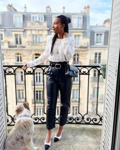 On termine la semaine avec l'élégante @kikiramab qui porte notre blouse Adria. On ne sait pas ce qu'on préfère entre le chien trop mignon, les toits de Paris ou la tenue trop canon ❤️  Et vous, vous préférez quoi ? . . . #elegantoutfit #fashionable #fashionblogger #fashionblogging #fashiondetails #fashiondiaries #fashiongram #collaborationmode #lovieandco